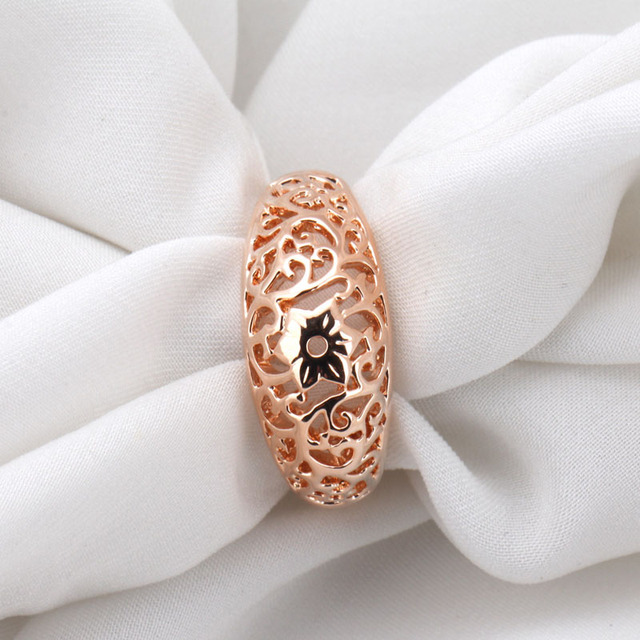 QCOOLJLY Top Quality Flower Hollowing craft Rose Gold Color Ring Fashion Women Party Wedding Jewelry Full Sizes Wholesale