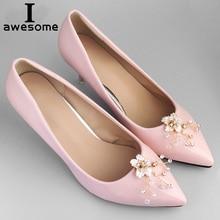 цена 1 Pair Pearl Decorative Shoe Clips Rhinestone Crystal Charm Elegant Flower New Fashion Wedding Shoes Decorations Accessories в интернет-магазинах