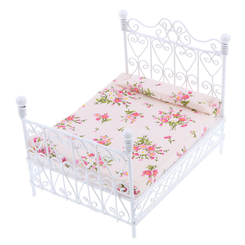1: 12 Dollhouse Miniature Bedroom Furniture Metal Bed With Mattress Accessory Toy White