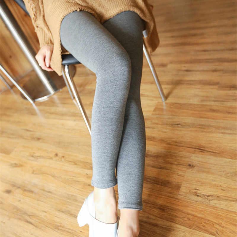 Женские ножки в блестящих леггинсах — photo 5