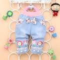 Envío gratis 2016 del verano nuevas niñas denim pantalones cortos Imprimir con girasol bebé recortada pantalones A282