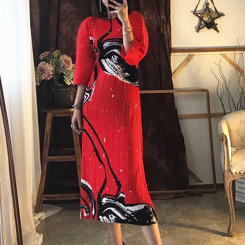 Changpleat/Новинка 2019 года; сезон весна; свободные платья с принтом; плиссированные Модные платья с круглым вырезом и рукавами «летучая мышь»; большие эластичные платья; D908
