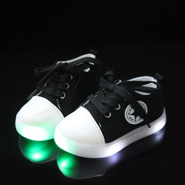 2018 nieuwe merk canvas sterren afdrukken baby casual schoenen led verlichting patchwork gloeiende sneakers baby
