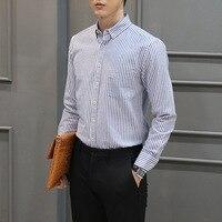 秋のビジネスカジュアルシャツ男