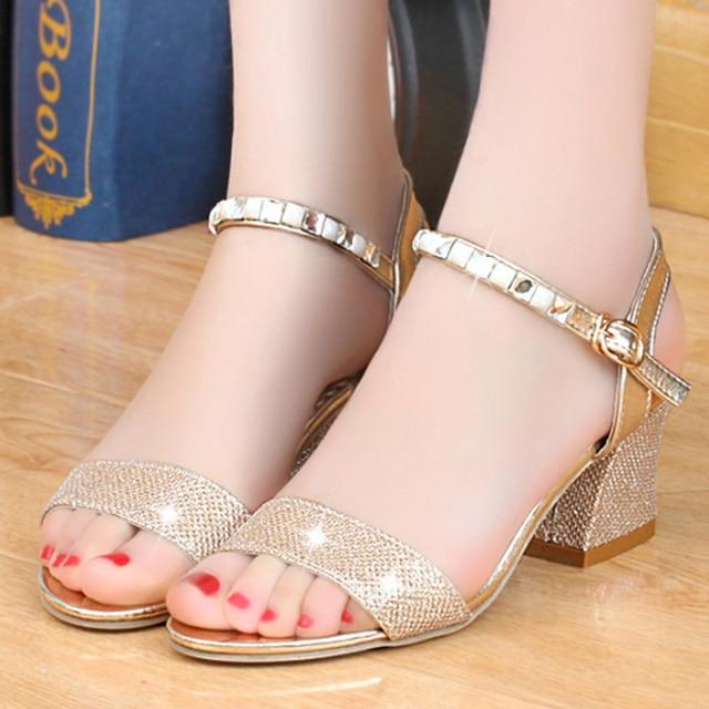 7613ea83ef1 Sandalias de mujer de colores dorados y plateados atractivos zapatos de mujer  tallas grandes 35-