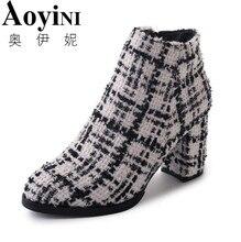 Tecido de lã Xadrez Ankle Boots para Mulheres Sapatos Bicudos Toe Praça Salto Alto 8 cm Senhoras Botas Mujer Bota feminina