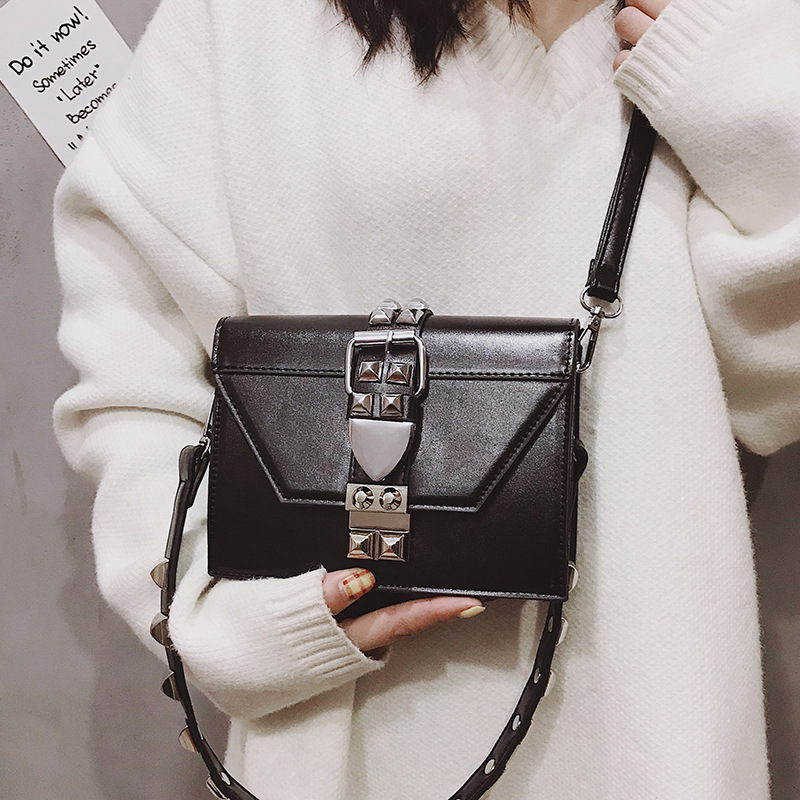 Casual Rivet Shoulder Bags Women Pu Leather Rivet Belt Messenger Crossbody Bags For Women Vintage Lock Small Flap Purse Lady INS