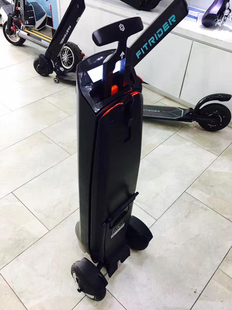 BULK LOT OF 4X Aluminum Folding Scooters w //Light Up Wheels