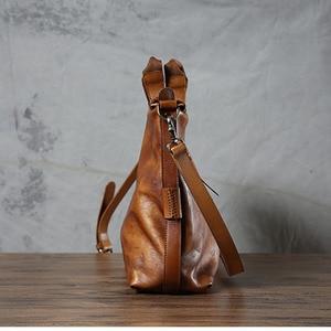 Image 3 - Aetoo original dos homens bolsa mensageiro artesanal bolsa de couro retro feminino curtido bolsa de couro macio