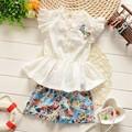 2016 Verano de los bebés de la camiseta + pantalones del traje de encaje de Flores de Gasa traje de algodón barato princesa de la muchacha conjunto de manga Corta pantalones cortos de Flores