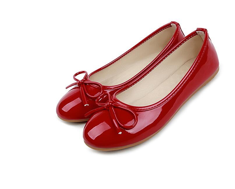 2017 spring new women fashion bow shallow mouth round patent leather shoes Peas shoes large size shoes flat shoes size 35-44shoe 2017 the new european american fashion horn bow pointed mouth shallow comfortable flat sheet metal red shoes tide size 35 41