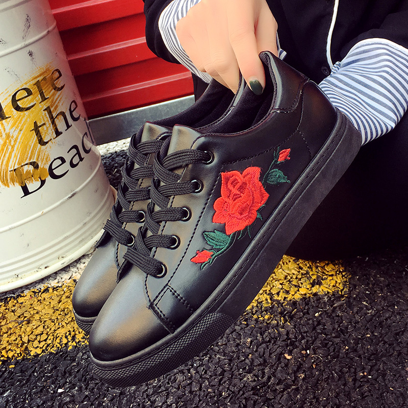 HTB1fvAFQFXXXXX7XVXXq6xXFXXXx - Flat Shoes Woman 2017 Spring Rose Embroidery Creepers PTC 25