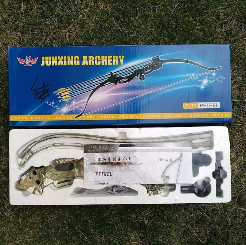 mão direita usuário tiro com arco de caça