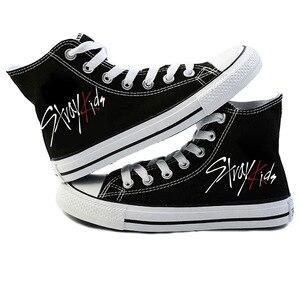 Image 1 - Mới KPOP Straykids Giày Sneakers Thời Trang Nữ Đi Lạc Trẻ Em Giày Vải Jeongin Felix Bangchan Minho Changbin Vogue