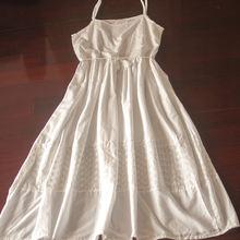 Кружевное хлопковое платье с вышивкой длинное белое до середины