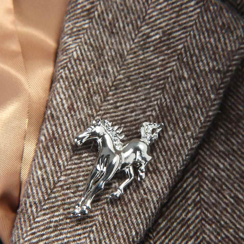 Nova forma de cavalo metal broche textura esmalte broches para homens meninos casaco gola camisola animal jóias pinos presente