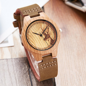 Image 1 - Moda imitacja drewniany zegarek kobiety miękki skórzany pasek moda montre femme unikalny projekt łosia analogowy zegarek kwarcowy relogio