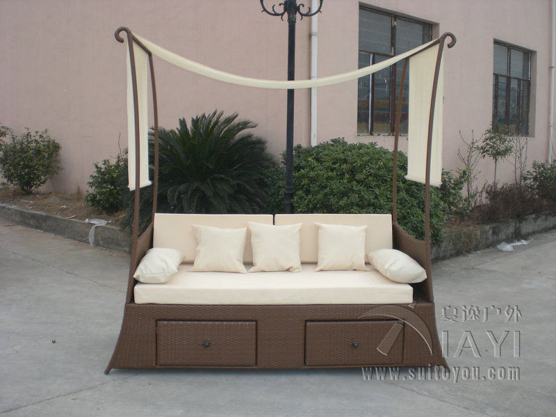 Comfortable Hand-Woven Outdoor Rattan Daybed For Garden / Patio transport by sea hand woven brown resin wicker rocking chair for outdoor garden transport by sea