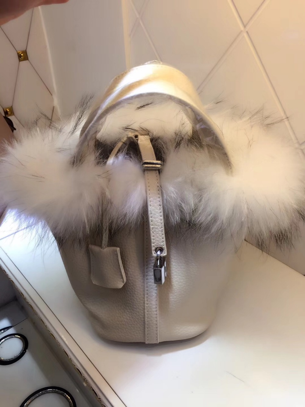 2017 women genuine leather famous brand lock bucket bag luxury designer real fox fur tote bag litchi texture lock cowhide bag ellacey women bucket bags fox fur genuine leather handbags fur women bag socialite basket real leather small christmas tote bag