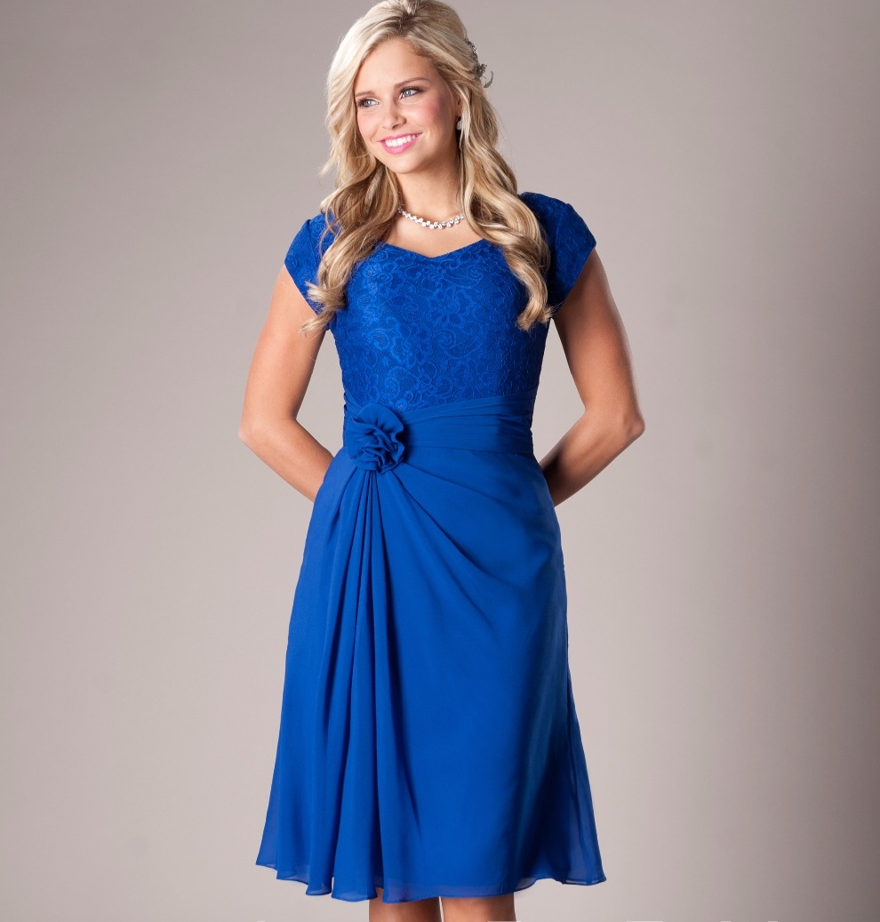Casual Royal Blue Beach Modest Bridesmaid Dresses Short With Cap Sleeves Ruched Knee Length Maids Of Honor Dresses Rustic New
