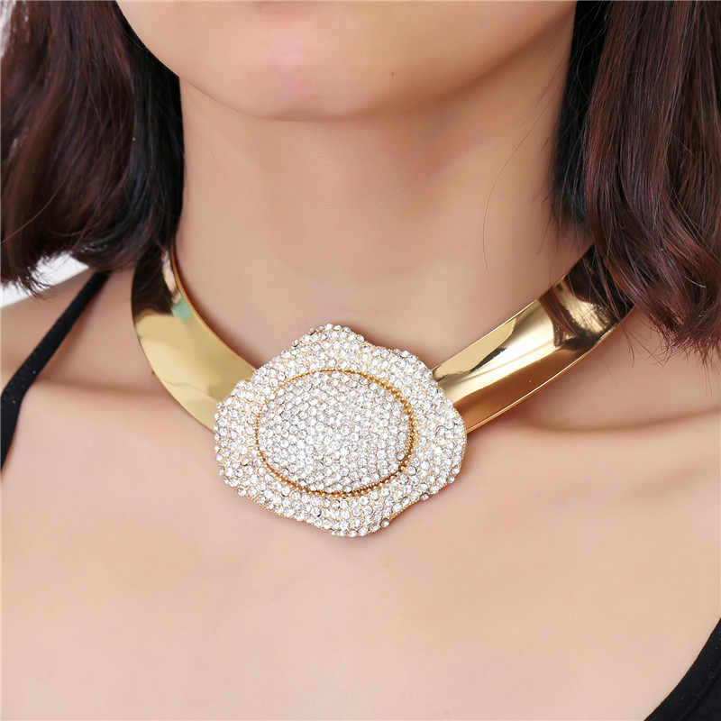 Luxury Rhinestone Inlay Flower Chokers Necklace Women Fashion Champagne Gold Torques Collar Big Statement Necklaces Maxi Jewelry