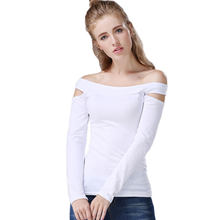 c1ac5042b Europeus e Americanos Estilo Preto e Branco Sexy de Slash Neck Sólidos T  camisas Das Mulheres Camisa Básica Magro Cut Out Top cu.