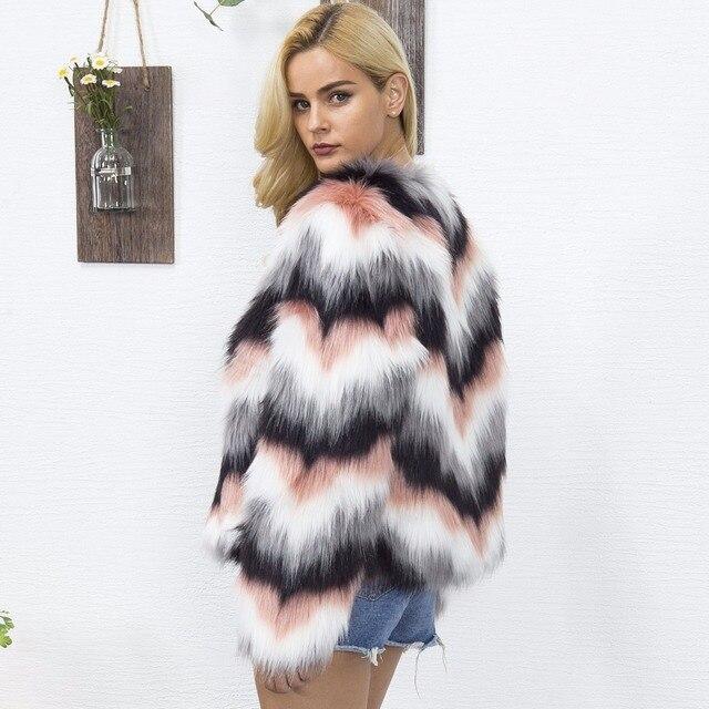 Фото новинка 2020 зимнее женское пальто в полоску модные облегающие цена