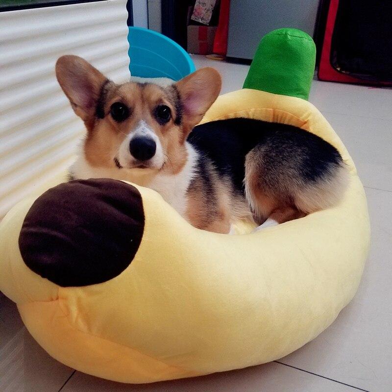 The dog pet nest nest banana cartoon litter in a small dog dog dog and cat winter washable mat corgi dog