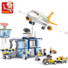 Купить с кэшбэком Sluban 678Pcs Aviation Series International Airport minifigures Building Blocks Bricks baby toys airplane toy lepin compatible