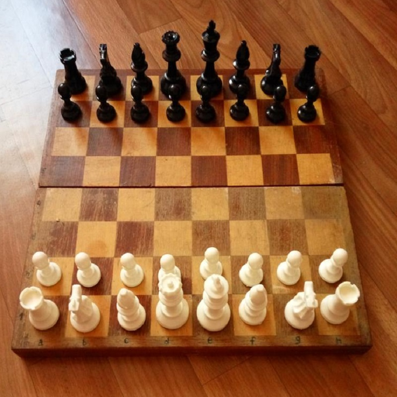 Children Board Game Sport 32 Medieval Chess Pieces / Plastic Complete Chessmen Set Entertainment Educational Toys 64/77CM