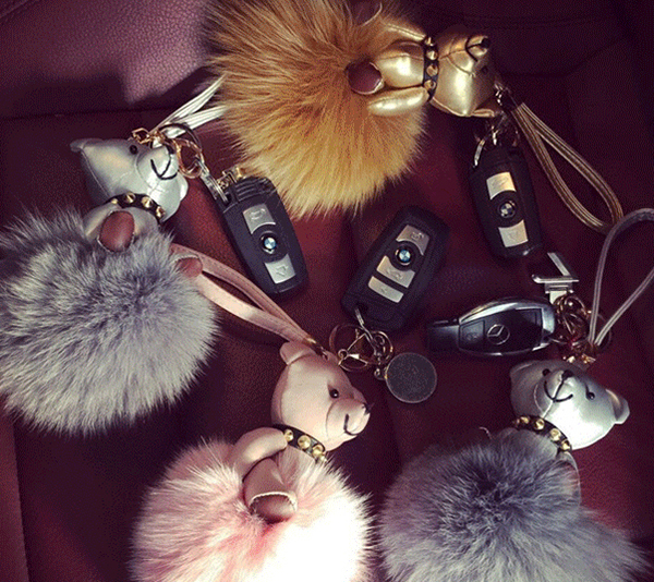 2017 Fend Bear Bag Charm Fox Fur Pom Poms 9colors Punchy Bug Free Shipping Lovely Balls Arel Accessory In Top Handle Bags From Luggage