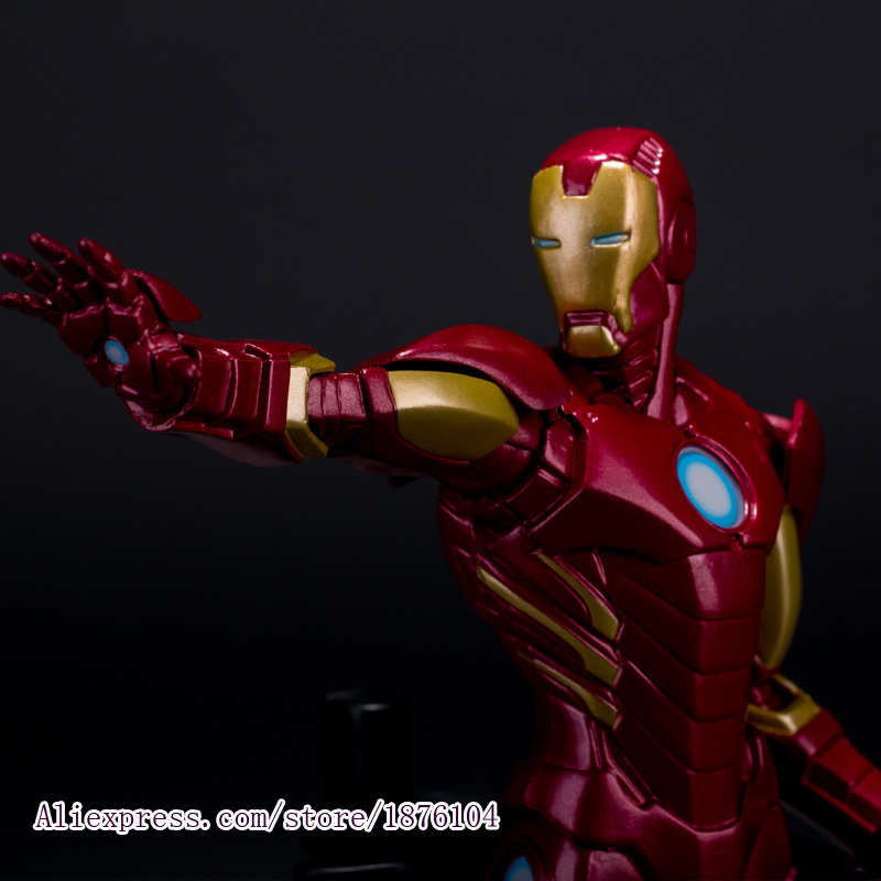 22cm Anime Action Figure The Avengers Iron Man Super heroes Brinquedos Juguetes Kids Toys For Boys hot the avengers ironman action figure 17 5cm mk42 mk43 iron man doll pvc acgn figure toy brinquedos anime kids toys