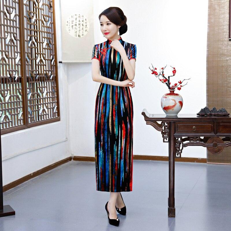 1cb92635a33 Nueva-llegada-mujeres-Sexy-vestido -tradicional-chino-Cheongsam-impresi-n-Oriental-vestidos -China-Qipao-largo-m.jpg