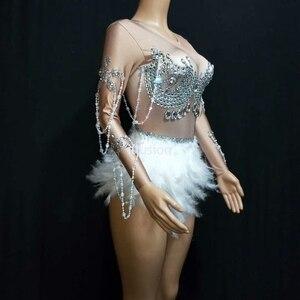 Image 5 - Köpüklü kristaller tulum gece kulübü parti elbise kadınlar seksi ten rengi Bodysuit beyaz tüy taklidi elbise dans kostüm