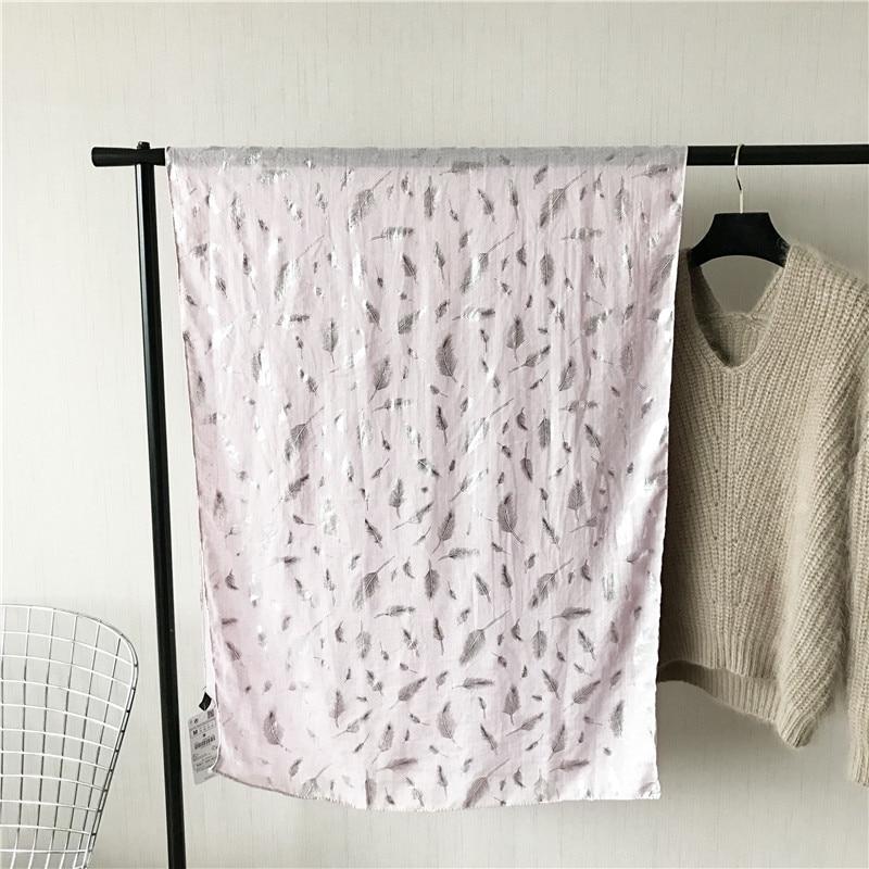 Muotoiltu huivi ylellisyysmerkki Silk Shawl jättää pehmeän - Vaatetustarvikkeet - Valokuva 6