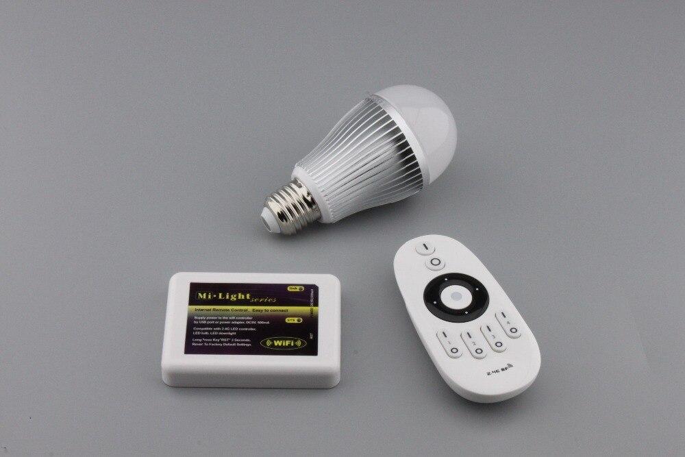 Ampoule led e27 85-265 V 2.4G 9 W led ampoule led Smart Ampoule Lampe + Dimmable Télécommande + WIFI contrôleur boîte pour salon