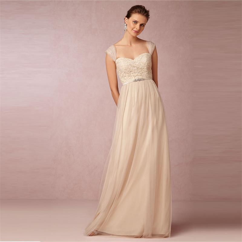 Classic - Vestido nude con guipur y pedrería