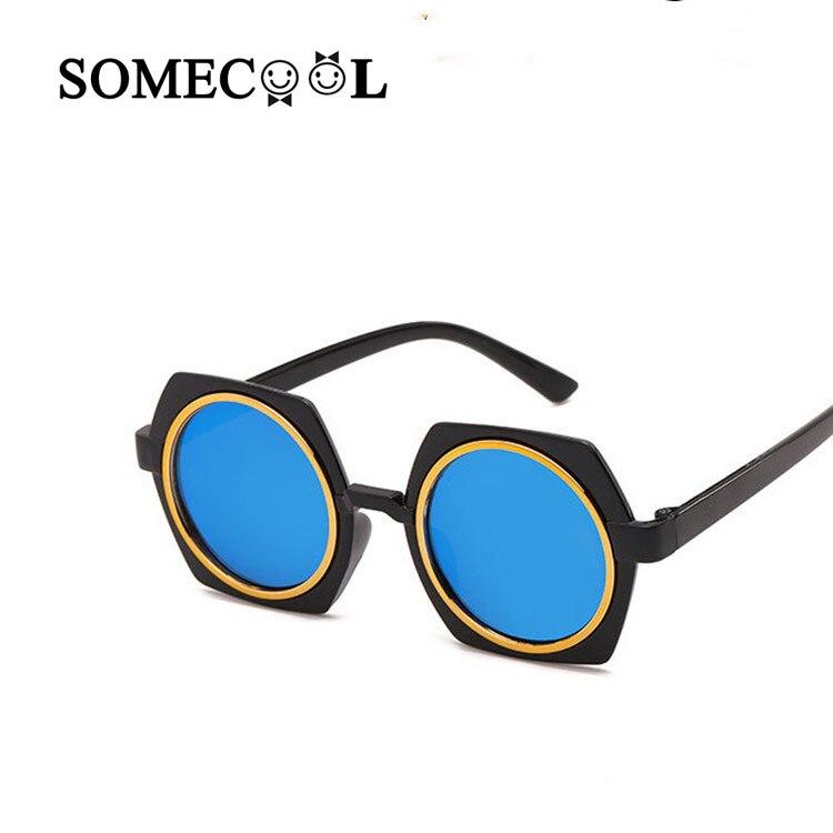 c20c6d9fc3 SomeCool 2019 luz de plástico gafas de sol bebé 3-7y capa lente gafas de