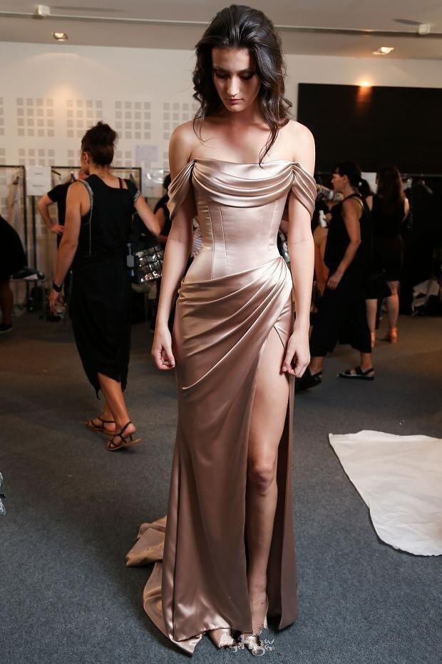 Offre spéciale robe de bal longue épaule Sexy haute fente robe de bal femmes robes de soirée