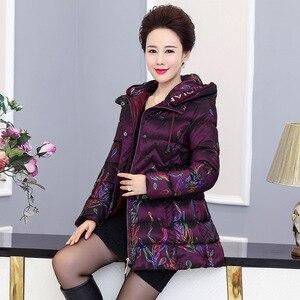 Image 3 - בגיל העמידה נשים Parka מרופד מעיל 2018 חורף חדש אמא של מעיל ברדס עיבוי חם אברה מודפסת כותנה צמר גפן מעיל