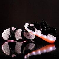 2016 mới nhất mùa hè Trẻ Em 's dép nữ giày USB sạc LED light nhấp nháy ánh sáng giày bãi biển giày không thấm nước
