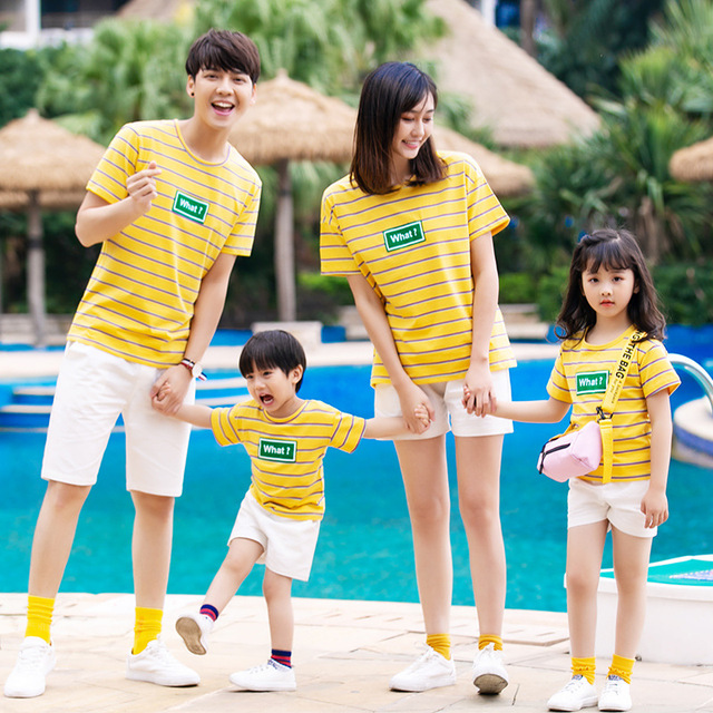e734909215 2019 Summer Family Matching Outfits Mother and Daughter Son and Father Beach  Causal T-shirt Pants Family Traveling Clothing Sets