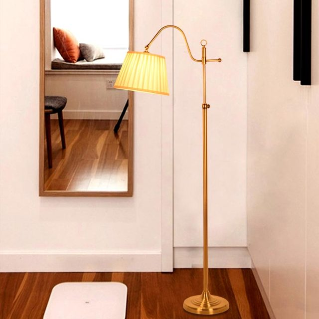 US $118.0 |Lampada Da Terra classica Moderna Scrivania Camera Da Letto  Lampada Direzione Regolabile In Piedi Color Rame Illuminazione Domestica  BLF527 ...
