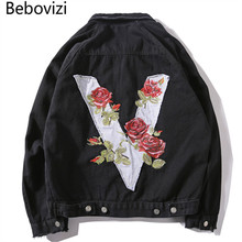 b8e230ffefa69 Bebovizi marca Hipster hombres V Rose bordado Denim Chaquetas Retro Ripped Streetwear  Hip Hop negro B Slim Jeans chaqueta