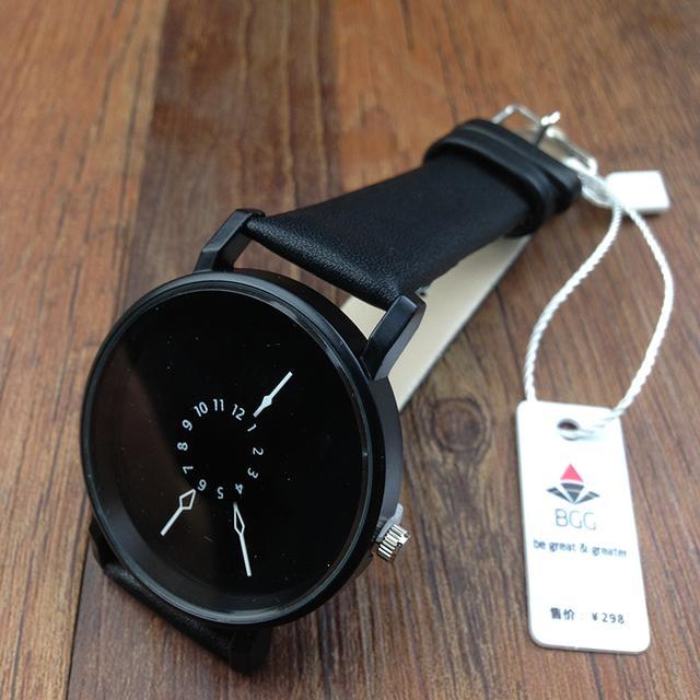 Reloj Creativo Unisex con Correa de Cuero