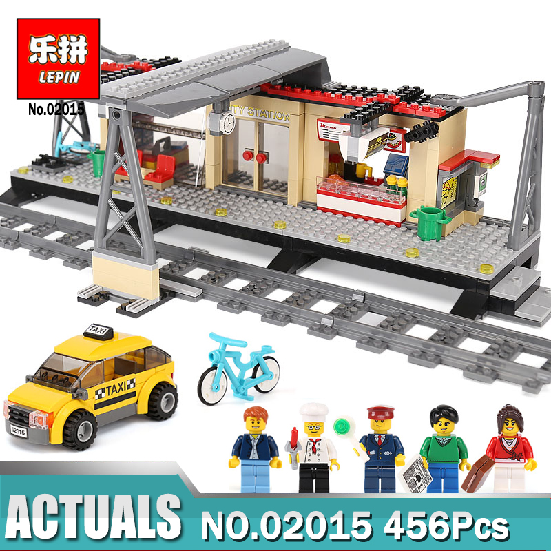 IN STOCK Lepin 02015 City Trains Series Train Station with Rail track Taxi Compatible Legoing 60050 Brick Toys for Children 80pcs slot car track toys rail road train bus set square city traffic scene wooden rail track locomotive toys for children