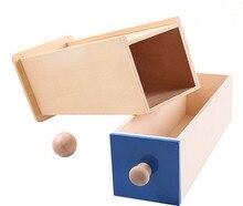 Caja Larga con pelota de madera – Material Montessori