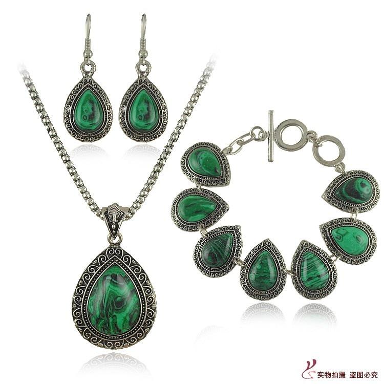 Természetes zöld malachit kő nyaklánc készlet Női vízcsepp kő fülbevalók karkötők Esküvői ékszerkészletek 2017 Divatékszer