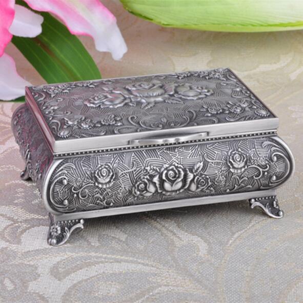 Wysokiej jakości pudełko z biżuterią ze stopu cynku metalowy futerał na drobiazgi Vintage Flower rzeźbiony projekt szkatułka na biżuterię pudełko