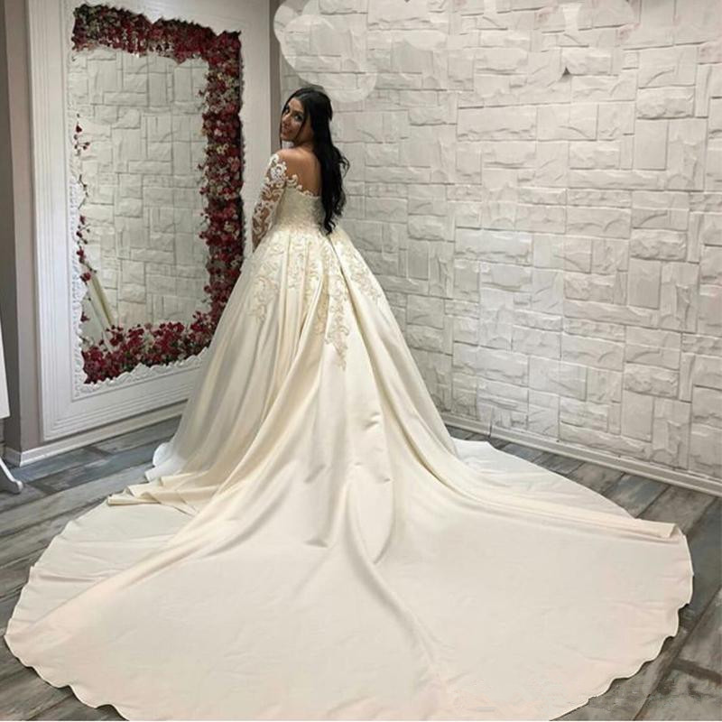 Saudi Arabic Lace Ball Gown Satin Wedding Dresses Long Sleeves Scoop Neck Bridal Gowns Cathedral Train Plus Size Wedding Gown